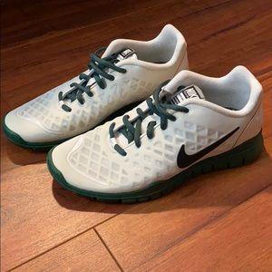 Ladies 8 Nike free tr fit sneakers like new